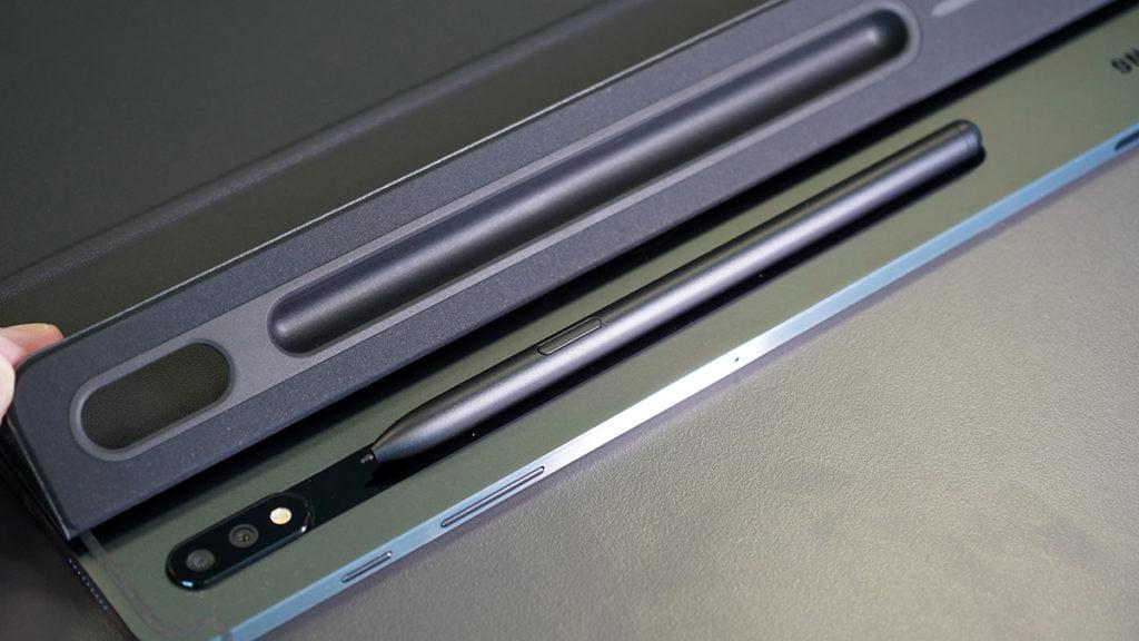 配合 Back Cover 使用可避免遺失 S Pen。