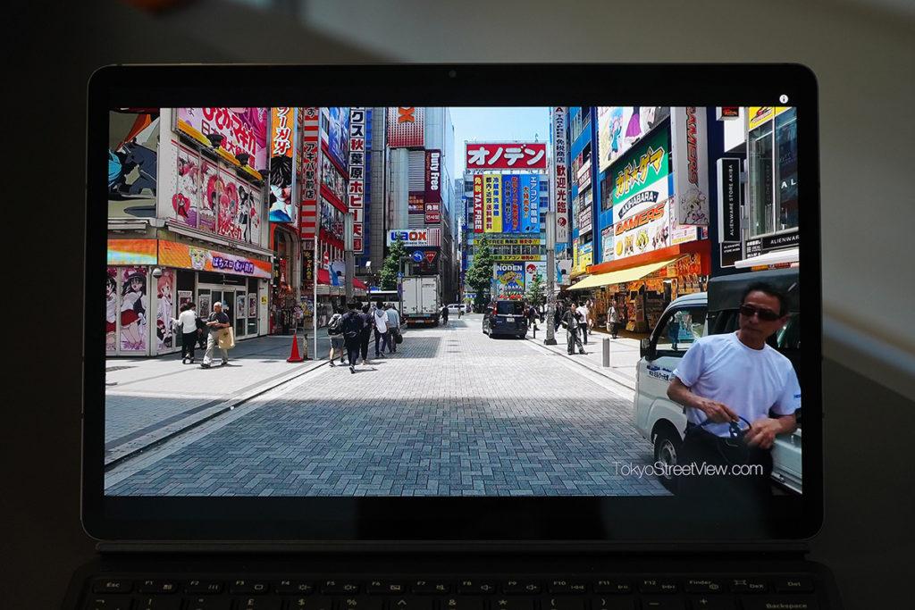12.4 吋 Super AMOLED 屏幕,支援120Hz 更新率,實測睇片效果極佳,細緻度與亮度兼備。