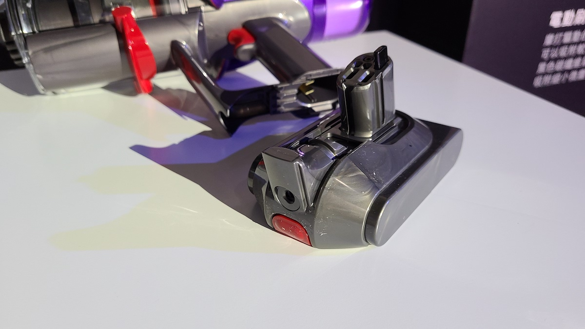 Digital Slim 也是使用可換式電池,五芯電池組提供最高 40 分鐘使用時間。