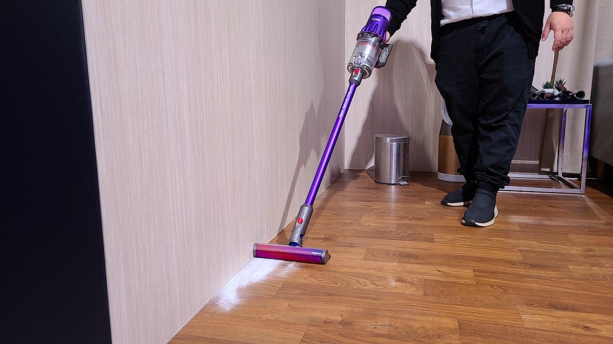 新設計的迷你電動吸頭有著更靈活的轉向角度,最重要是連牆角位的塵粒也能吸走。