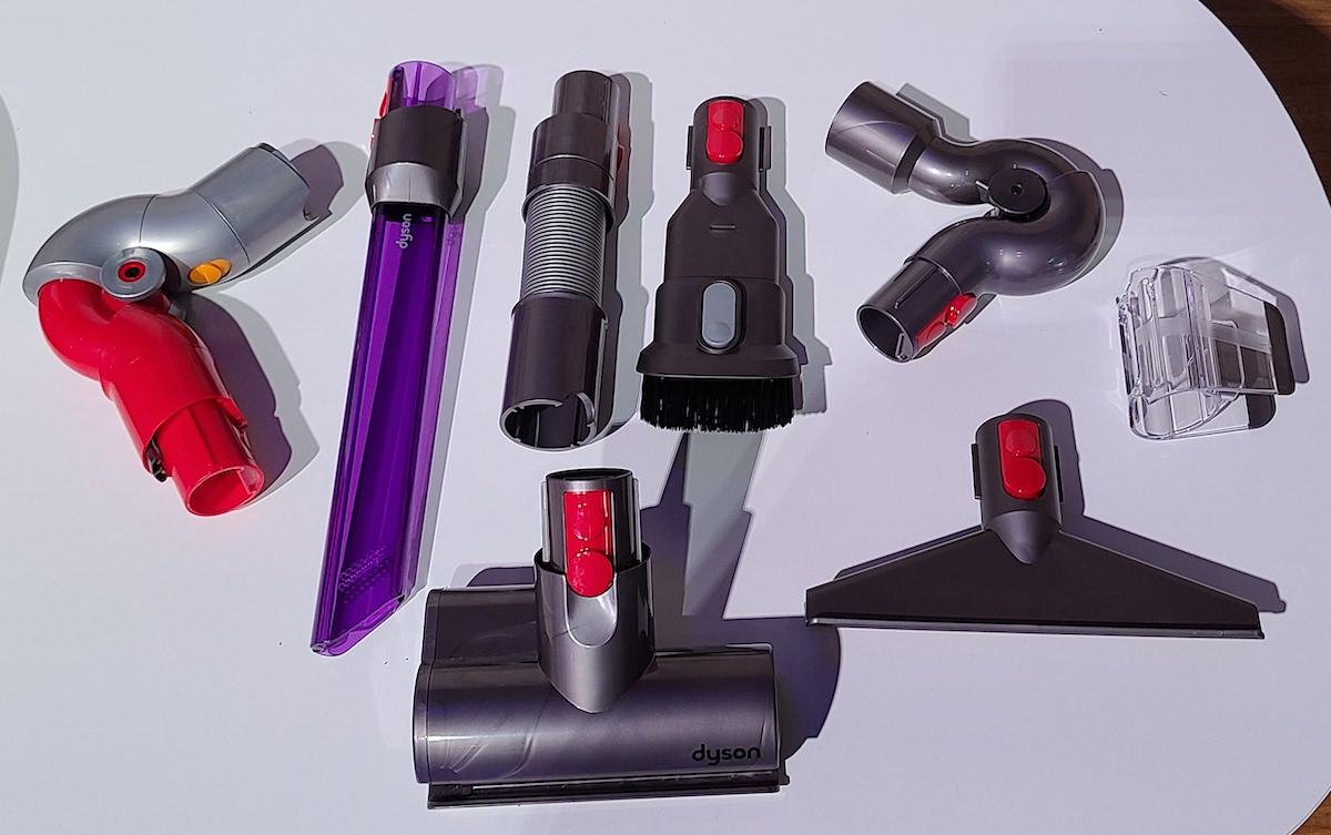 Fluffy Extra 跟機有較齊全的配件,包括 LED 隙縫吸頭、兩款可屈曲的轉接管。