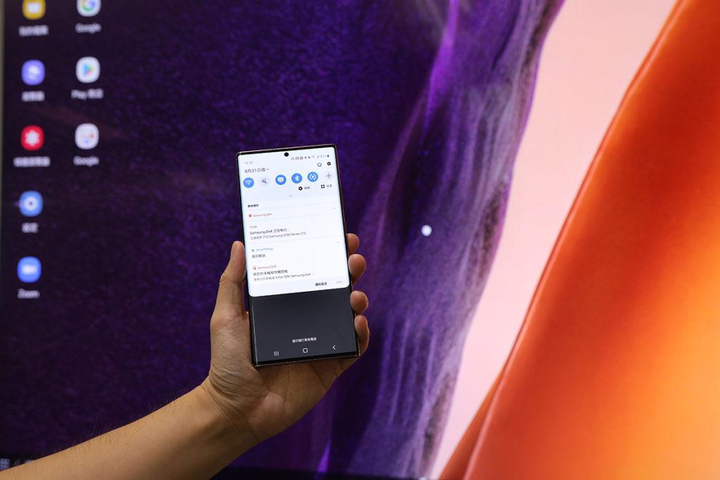 全新 Samsung DeX 功能,支援Miracast形式無線連接至顯示裝置,解決線材束縛問題。