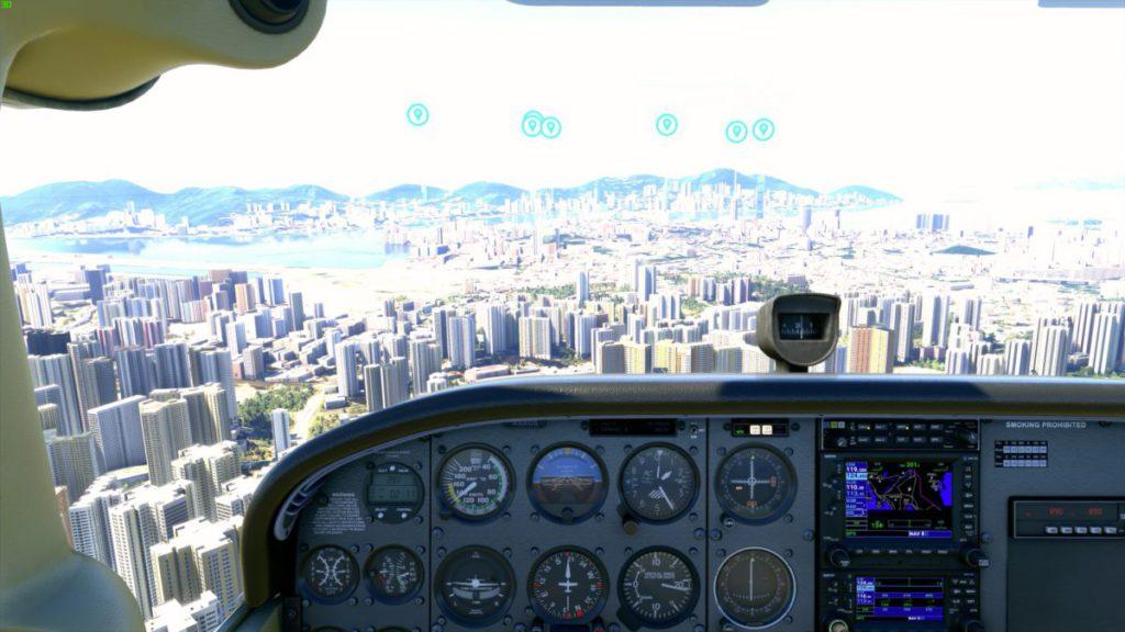 從機倉內望出九龍市區,啟德舊機場、維港兩岸的實景地圖再現。