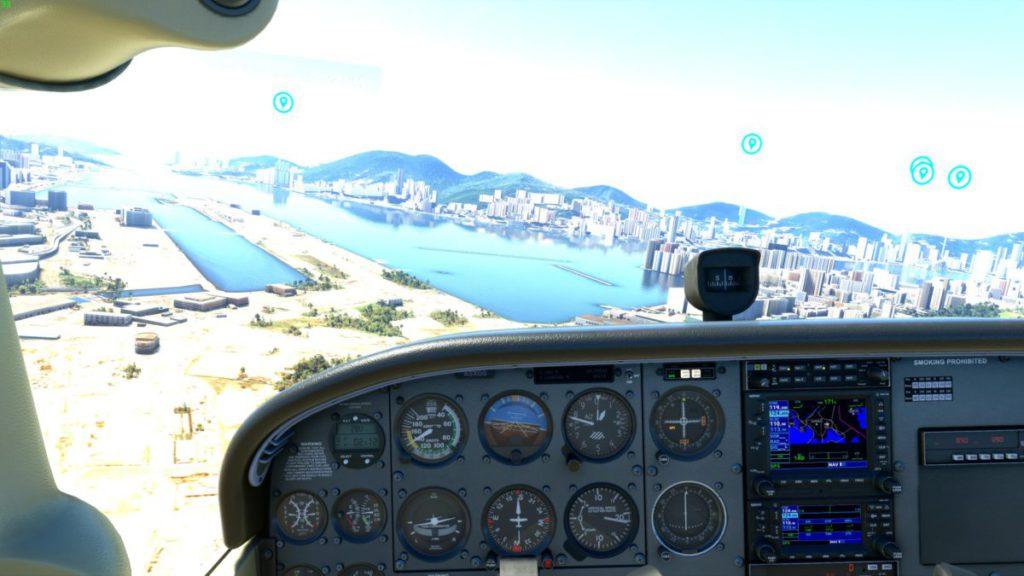 飛行時,錶板在要顧及視野時,會顯得相當細,對要讀出數值時會有難度,最好是分開另一隻顯示器來監察。
