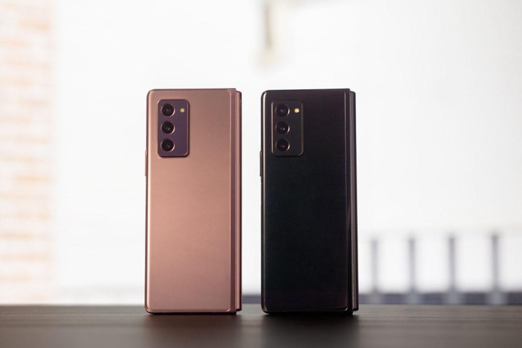 Samsung Galaxy Z Fold 2 備有Mystic Bronze 及 Mystic Black 兩個顏色可選擇。