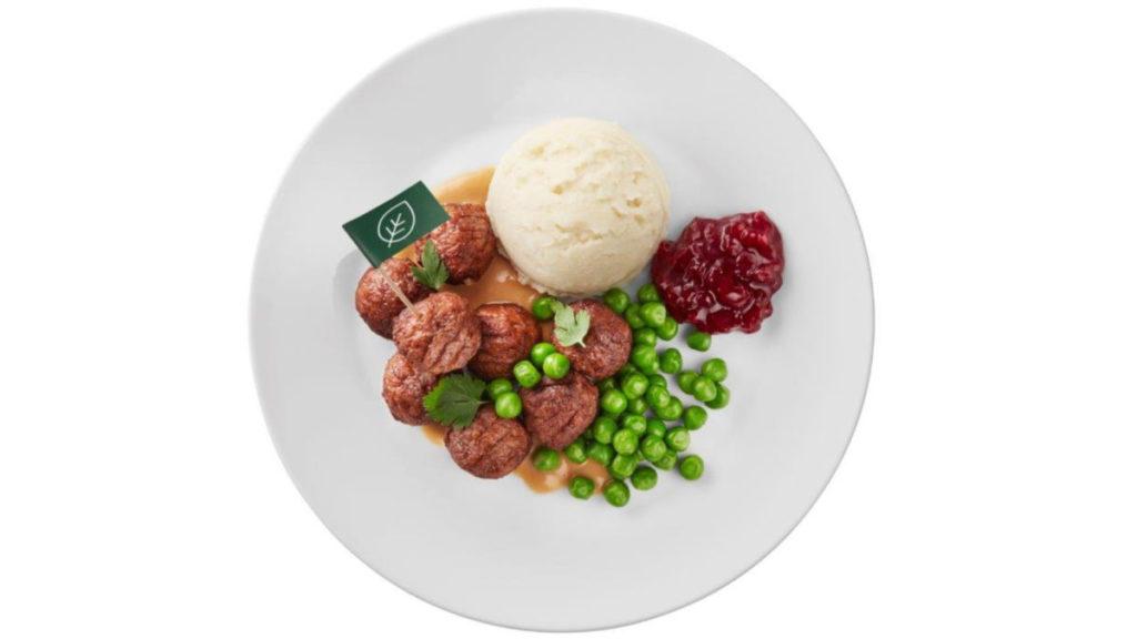 10 月 1 日起,IKEA 將於香港及澳門全線分店餐廳推出植物素肉丸伴薯蓉配青豆、紅果醬及忌廉汁 ($23 / 8粒)