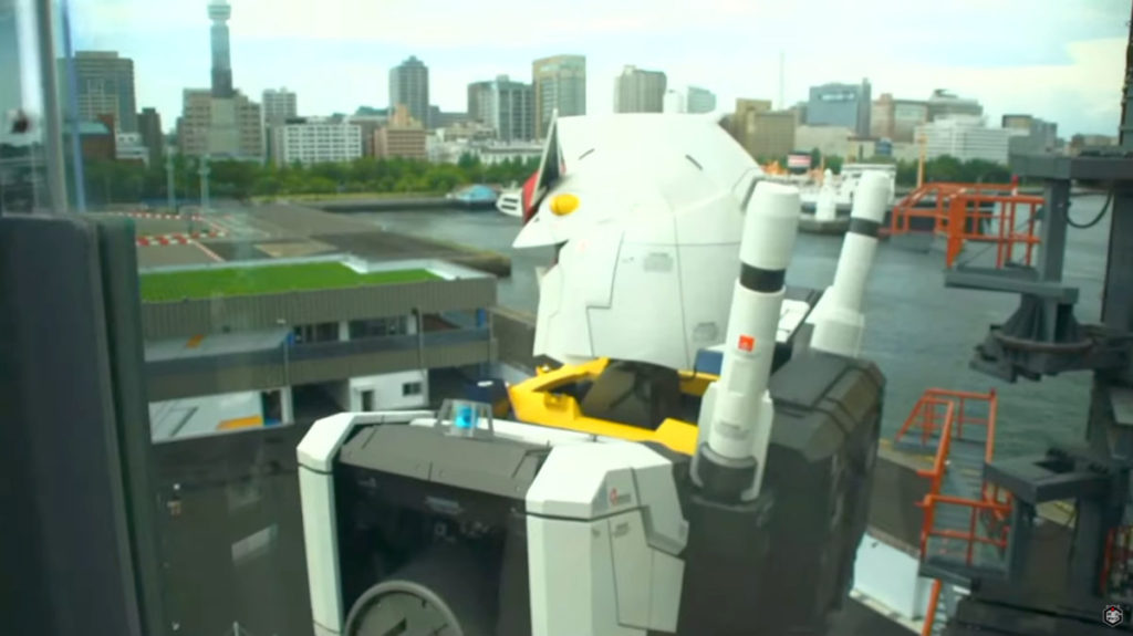 登上 Gundam Dock Tower 便可近距離欣賞高達