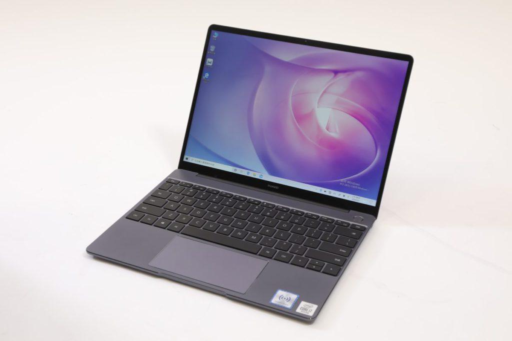 機身的設計,和外國某品牌的筆電設計很相似