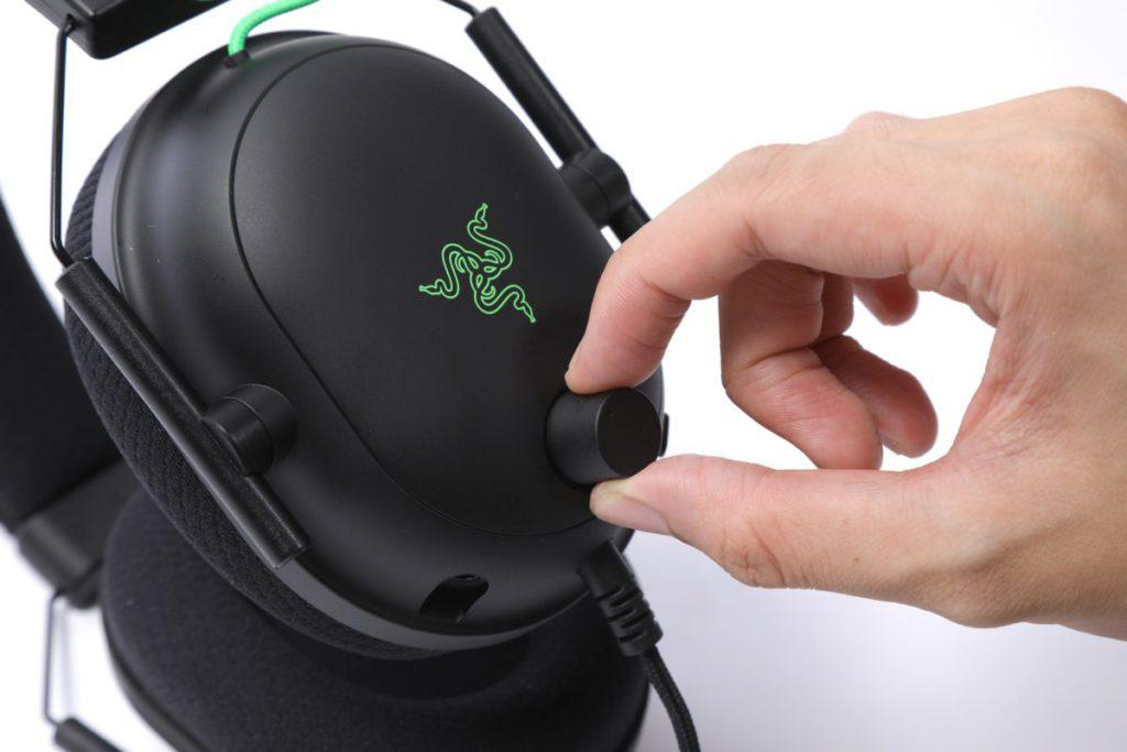音量控制及麥克風靜音都由旋鈕鍵去控制。