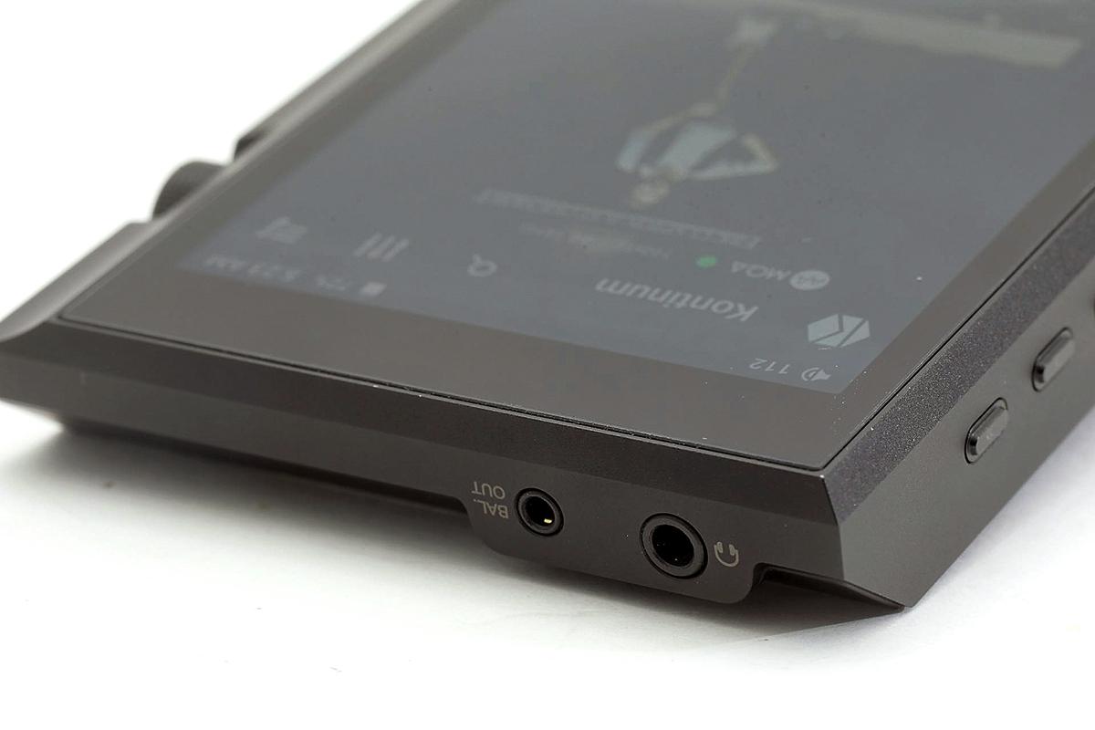 3.5mm 耳機輸出外,也有提供 2.5mm 的平衡輸出。