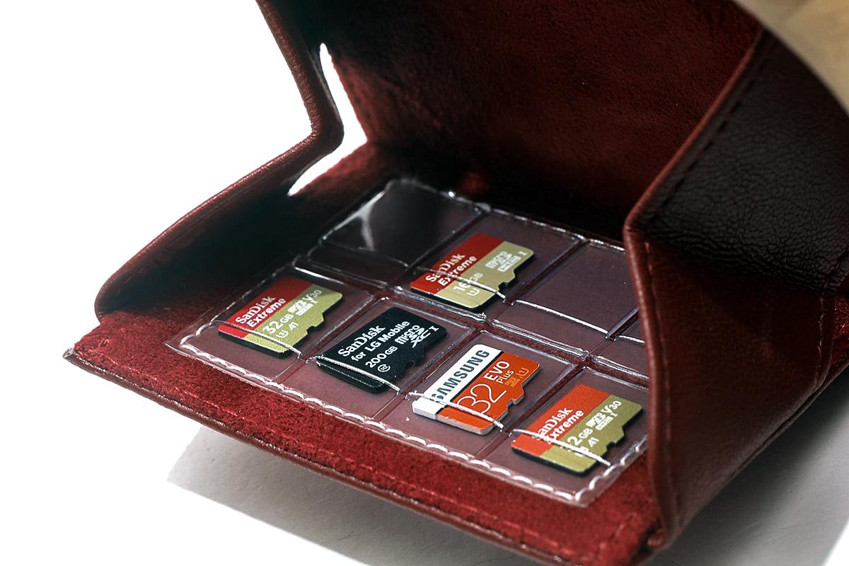 跟機機托同時可作 microSD 卡的收納。