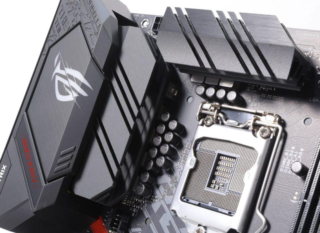 雖然只有 8 相供電,但加入散熱片解決 VRM 元件的散熱問題。