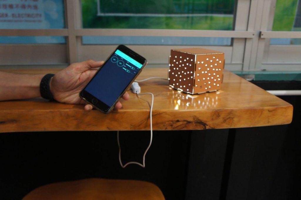 同理也可設計小型燈箱,簡單的概念卻能展現不同的效果。