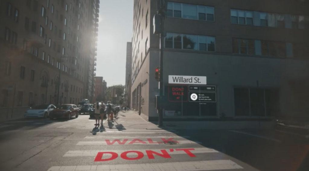 過馬路時會有倒數提醒及街道訊息。