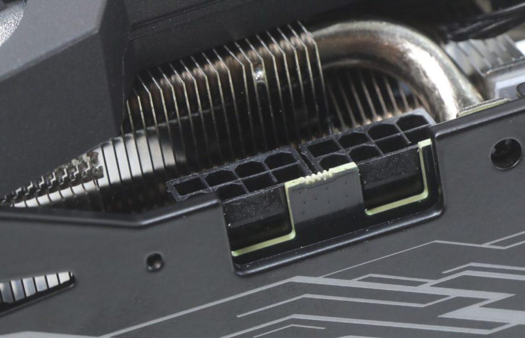 2x 8pin PCI-E 標準供電設計。