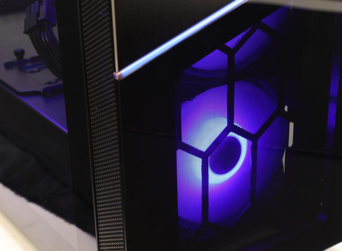 紫色燈效。