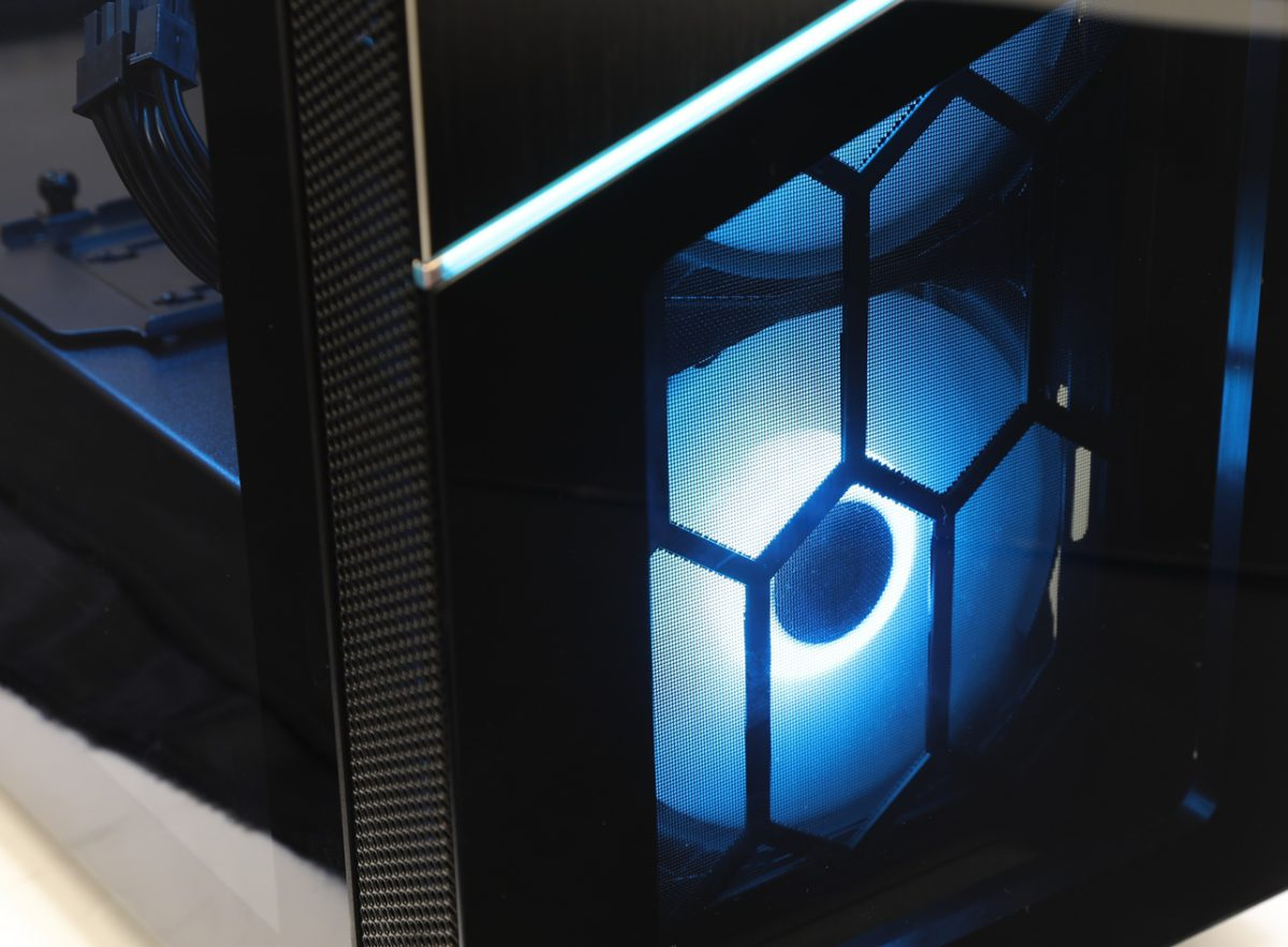 藍色燈效。
