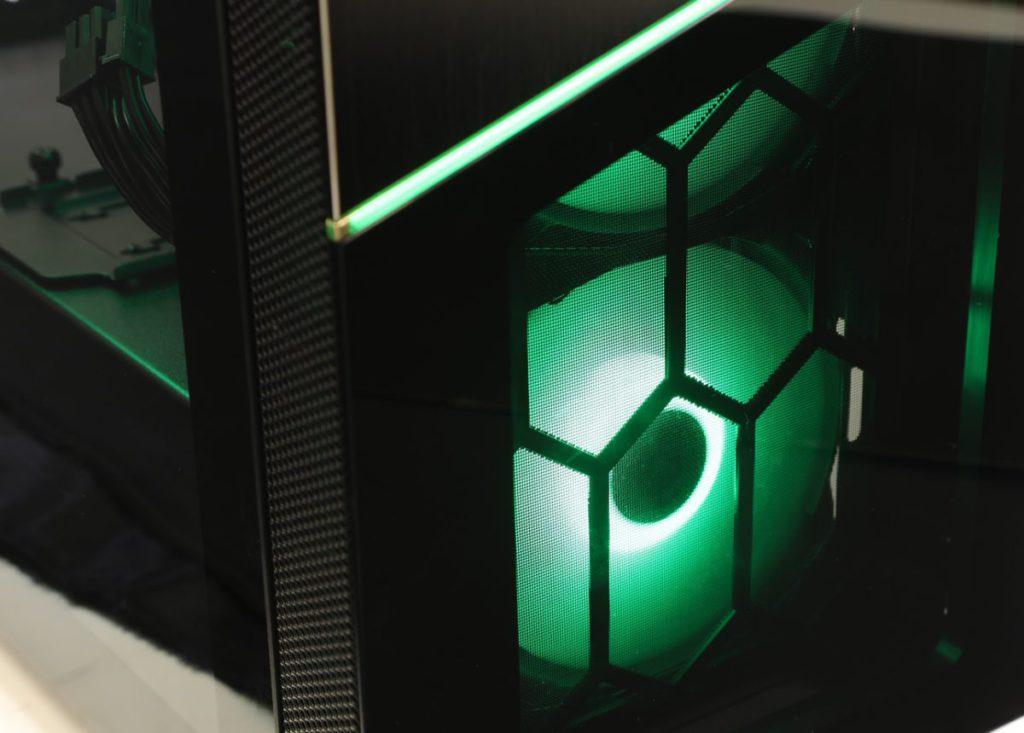 綠色燈效。