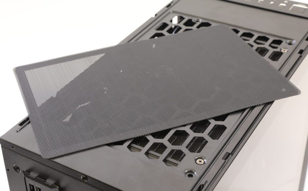 機箱的防塵網可以輕易拆除。