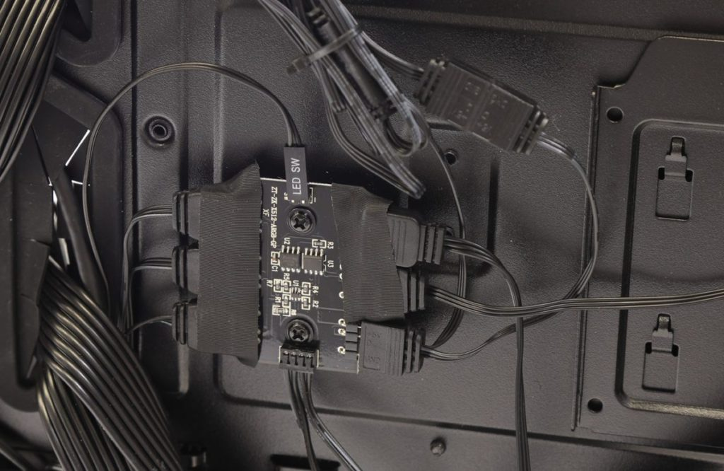 控制 ARGB 功能的專用電路版。