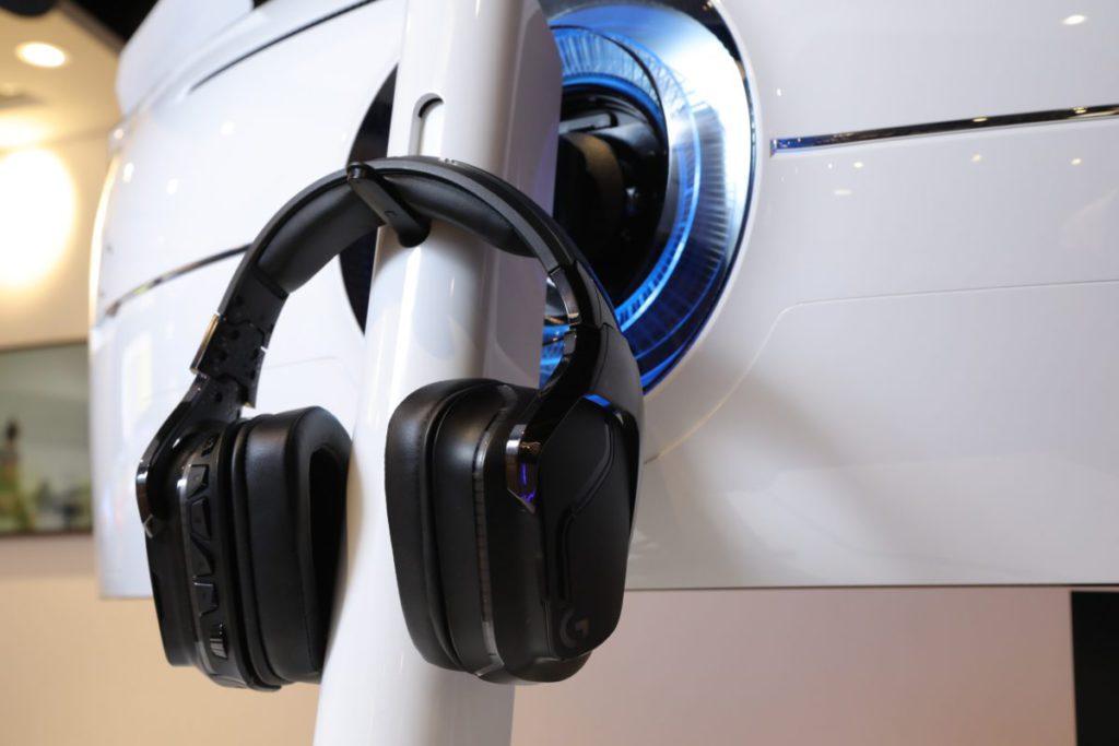 支架部分設有一個耳機架,讓玩家遊玩後可有位置安放耳機。