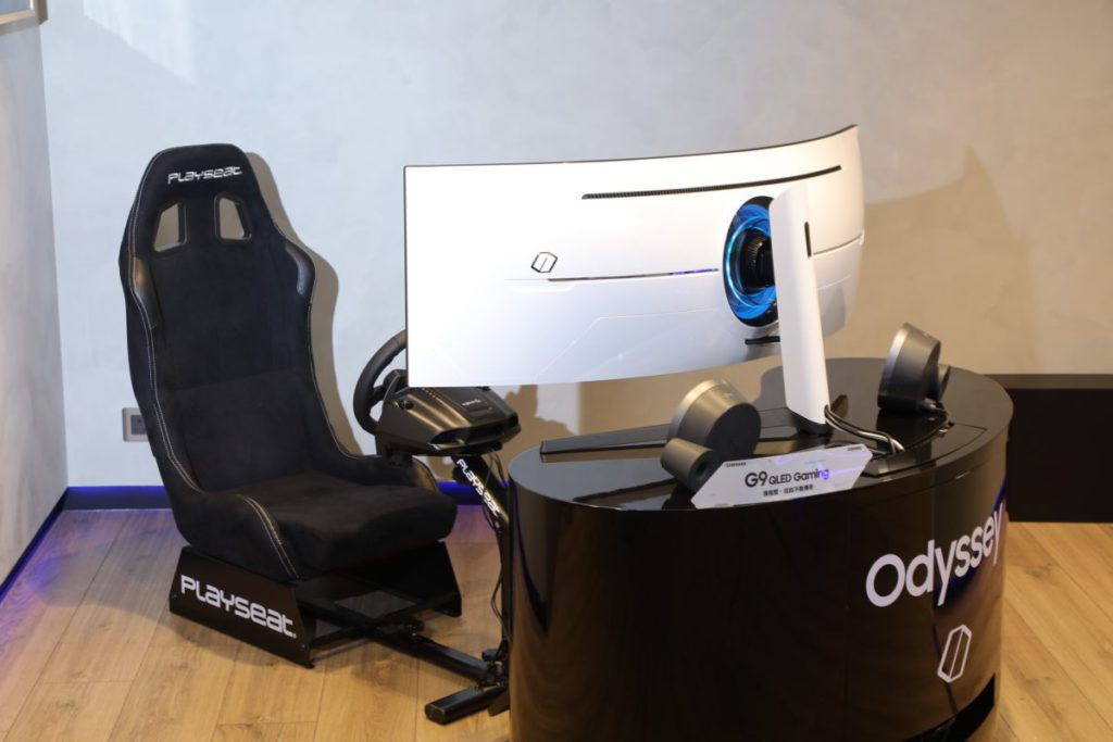 作為 Samsung 旗艦款的電競螢幕 Odyssey G9 。