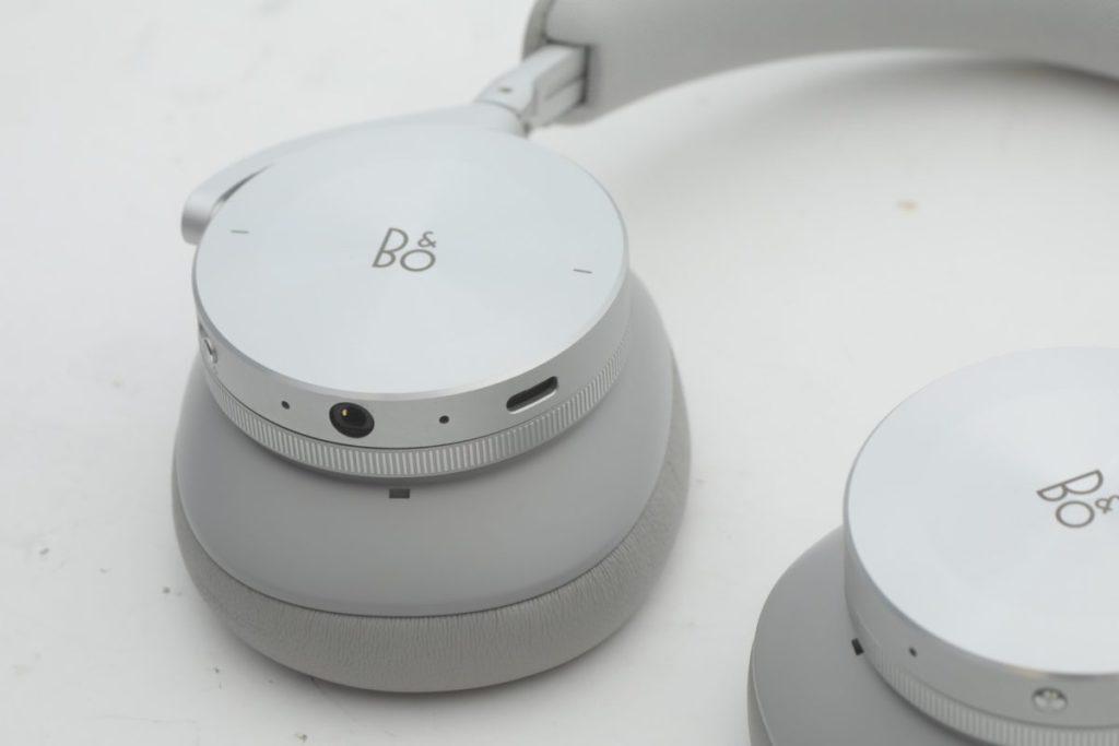 耳機面板支援觸控功能,使用方式亦相當人性化
