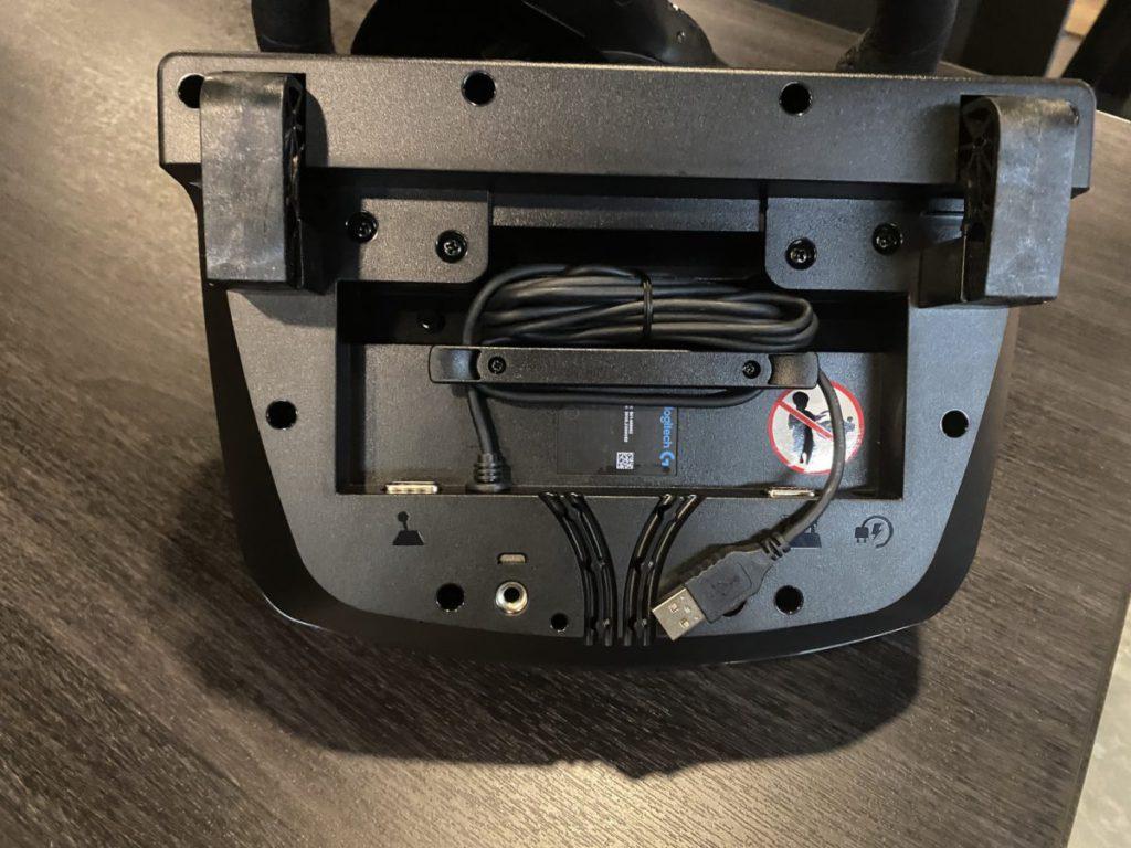 底部設有凹位隱藏電線。