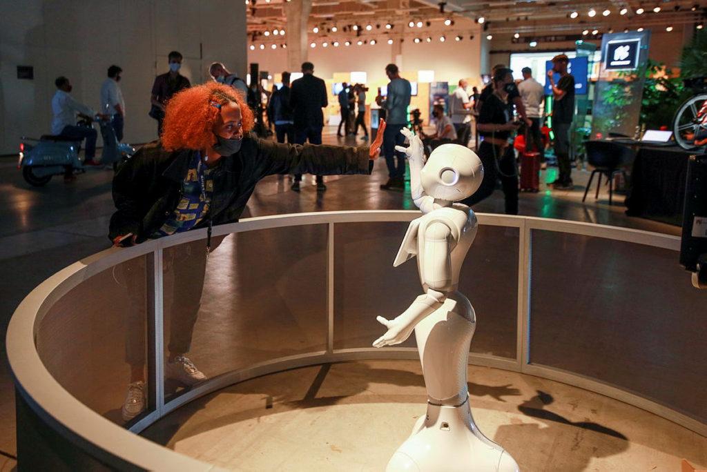 今年 IFA 仍有實體展館,但就沒有人山人海之勢,展覽內也沒有讓人嘩然的新產品發佈。