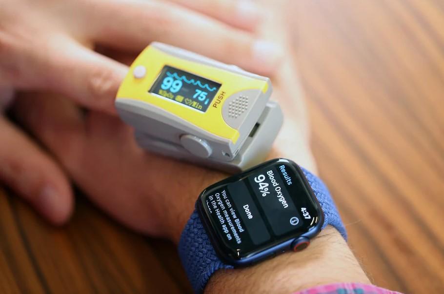 以 Apple Watch 和 FDA 認可的血氧儀作比較,平均會有 2~3%的差距
