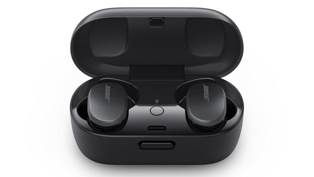 Bose QC Earbuds 單次充滿電可使用 6 小時,配合便攜式充電盒可額外提供 12 小時使用時間。