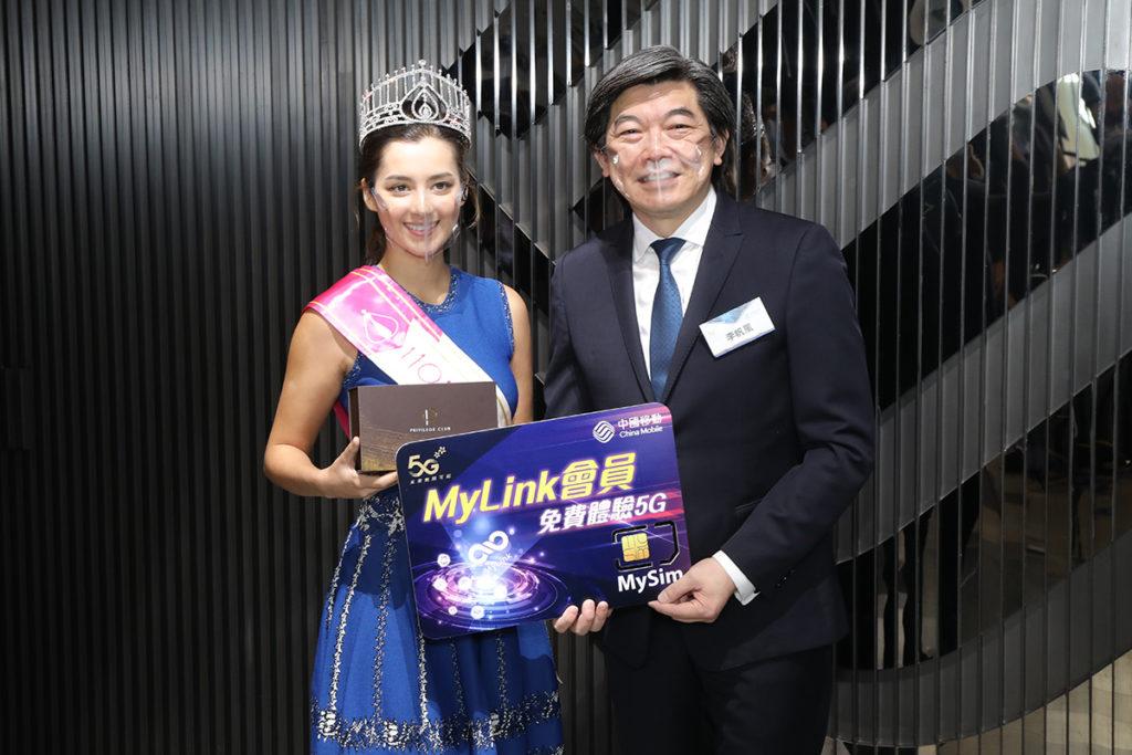 《2020香港小姐》冠軍謝嘉怡獲頒「360度最奪目小姐」獎項。
