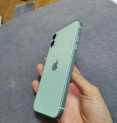 湖水綠色的 iPhone 12