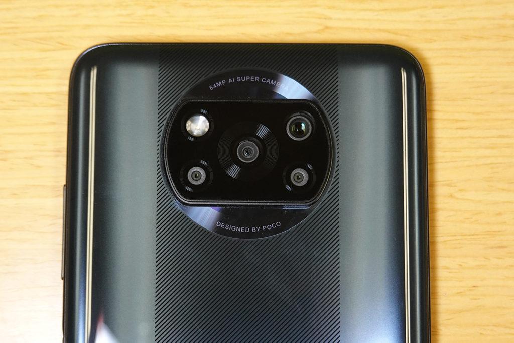 鏡頭加上補光燈以「五筒」方式排列,置入鏡頭的方塊也有一定的凸出度。