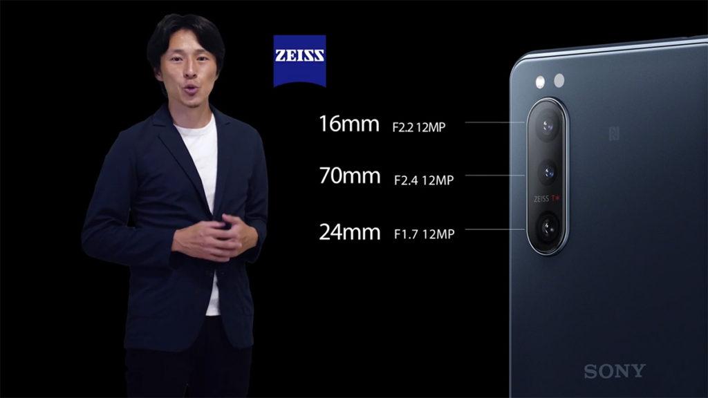 置入具備 Zeiss T* 鏡頭鍍膜的三鏡主攝,由 12MP 16mm 超廣角鏡頭、12MP 26mm 主鏡頭和 12MP 70mm 長焦鏡頭組成。