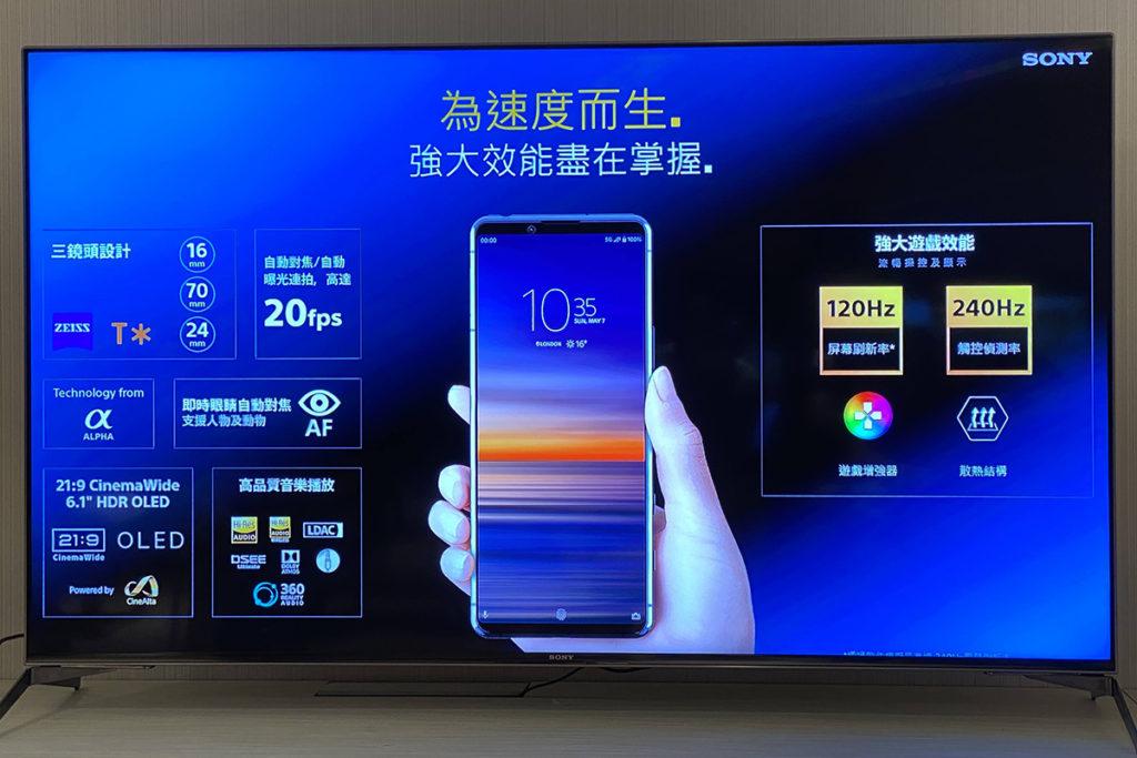 具備 Zeiss T* 鏡頭鍍膜,更可錄製 4K HDR 120fps 慢動作影片,成為全世界首款支援此錄影功能的手機。