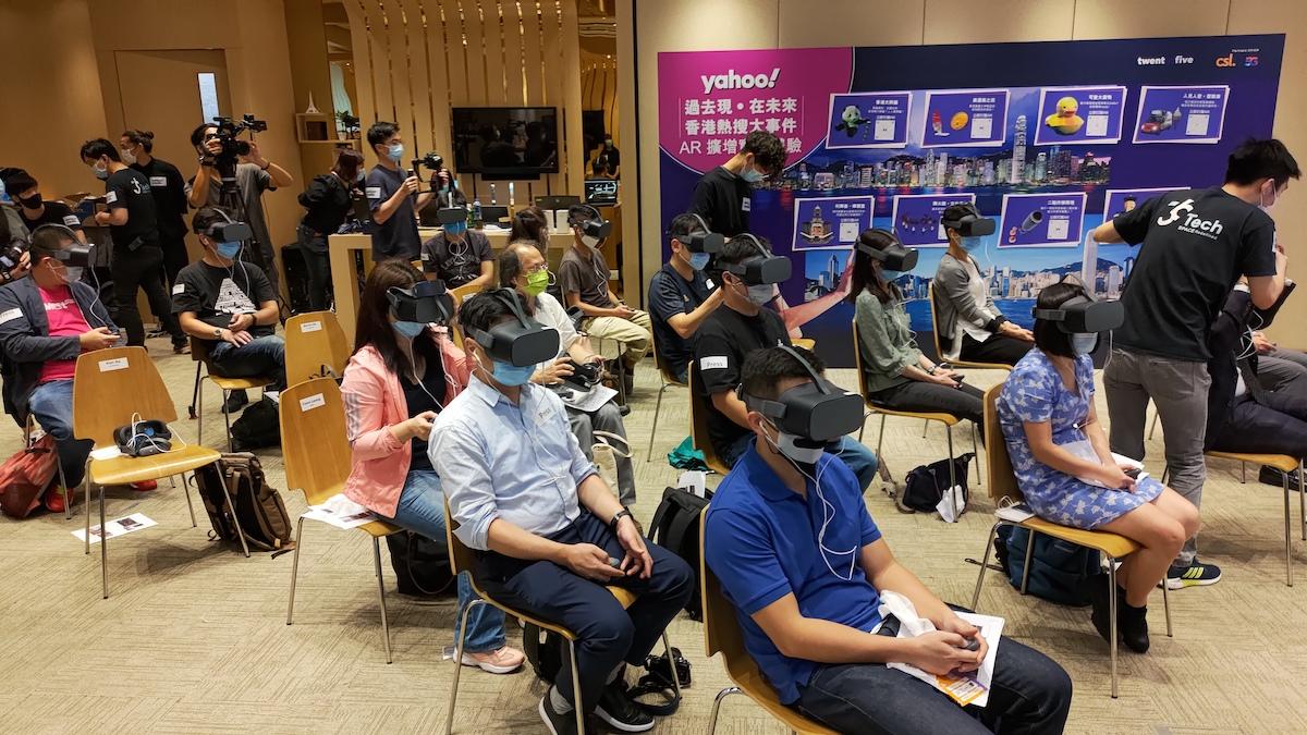 發佈會亦讓記者即場一試各種 VR 內容,要玩 VR 就要添置頭戴式 VR 裝置喇。