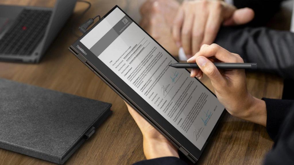 支援垂直顯示,拿上手當電子筆記或簽署文件也很方便。