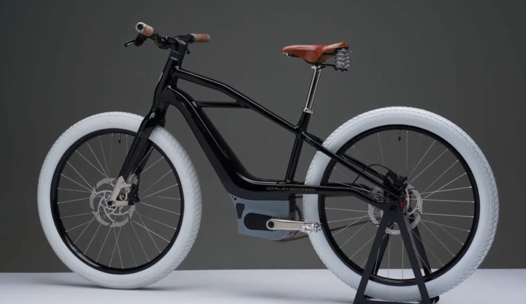 Serial 1 的設計是以 Harley Davidson 早期的電單車作藍本