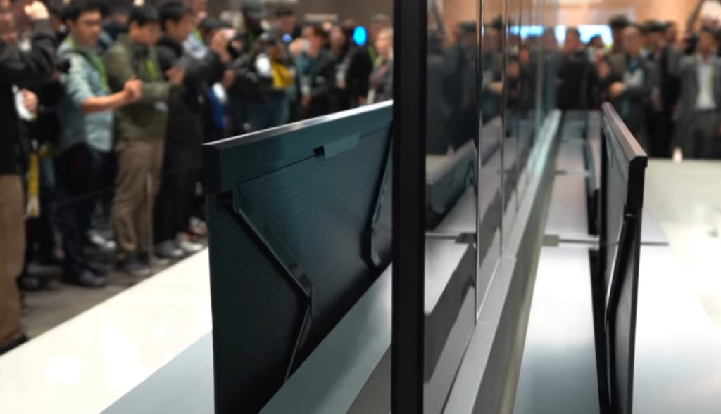 屏幕背面會有機械臂來控制屏幕昇降