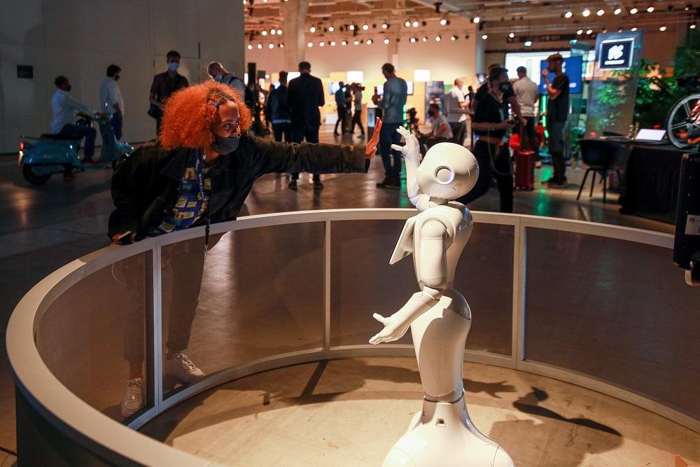 今年IFA仍有實體展館,但就沒有人山人海之勢,展覽內也缺乏讓人嘩然的新產品發佈。
