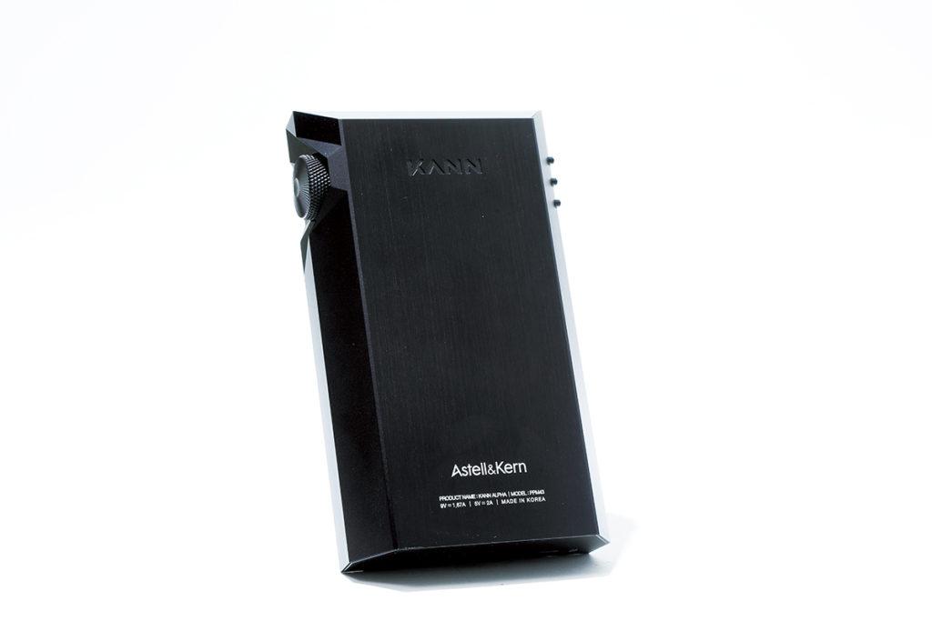 KANN 系列三部機種的設計各有不同,KANN ALPHA 是最簡潔就手的一部。