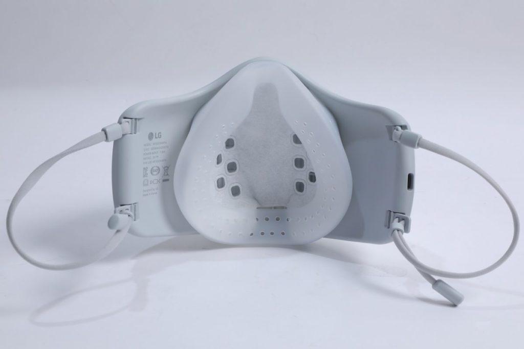 PuriCare靠一個矽膠防護罩固定位置,用之前將內部濾網放響防護罩入面,以防飛沫。
