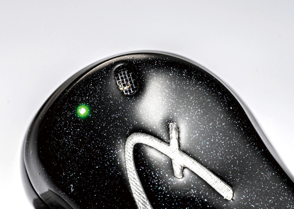 耳機的雙咪降噪設計,針對通話而設,使收音效果更好。