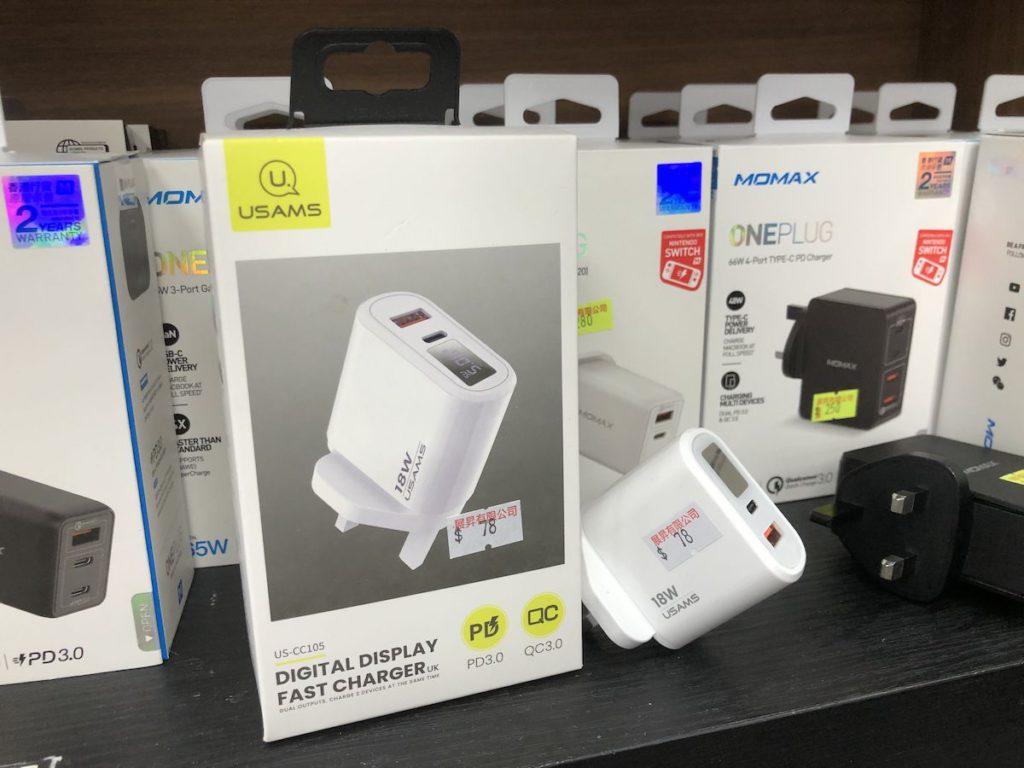 雖然充電器供電較低,但仍可提供兩個 USB 介面。