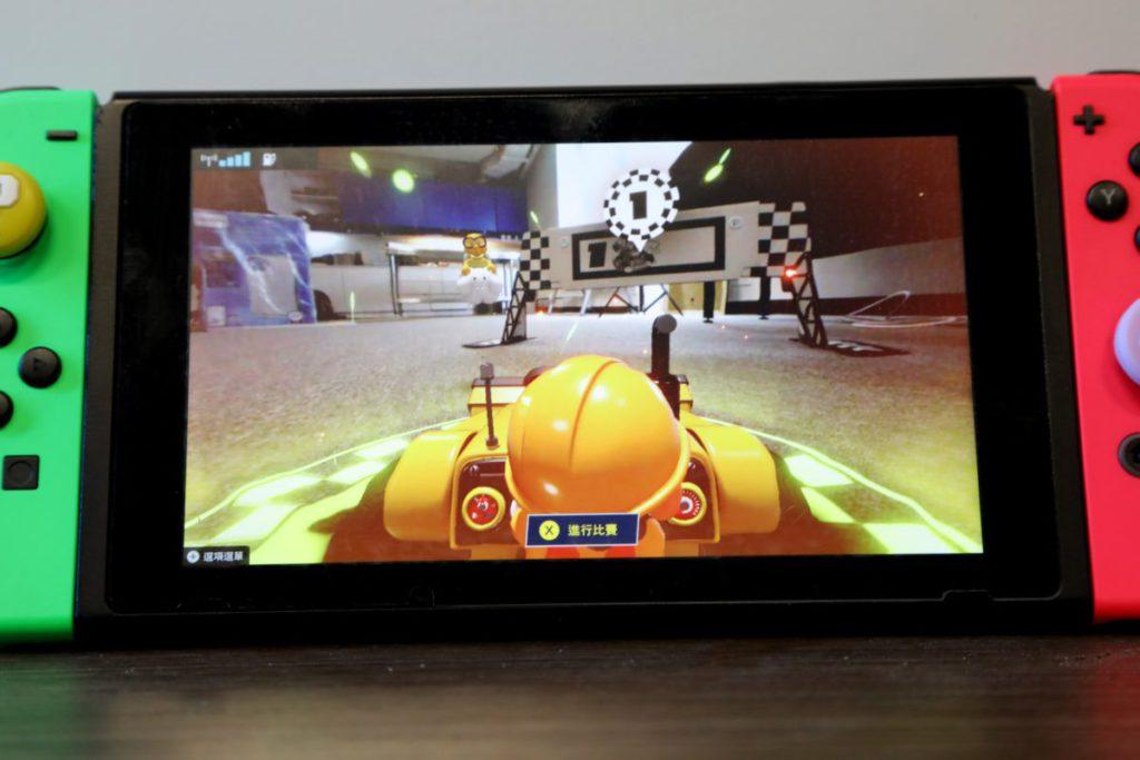 進入遊戲後會先進入自由模式,玩家可以先習慣一下操作再決定怎樣去建築賽道。