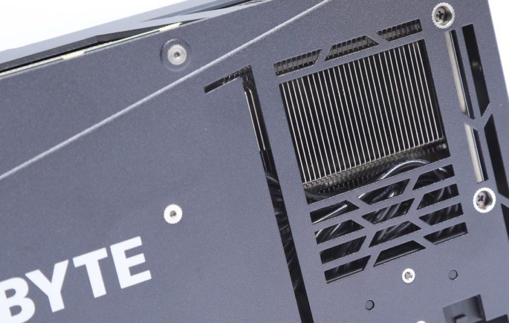 延長的散熱鰭片採開放式設計任由風流穿越,可提升散熱能力。