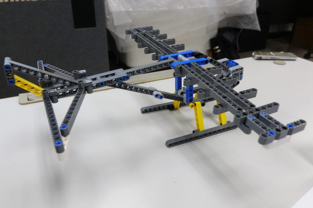 在軟件內繪出草圖,自動計算可組裝的LEGO Technic。