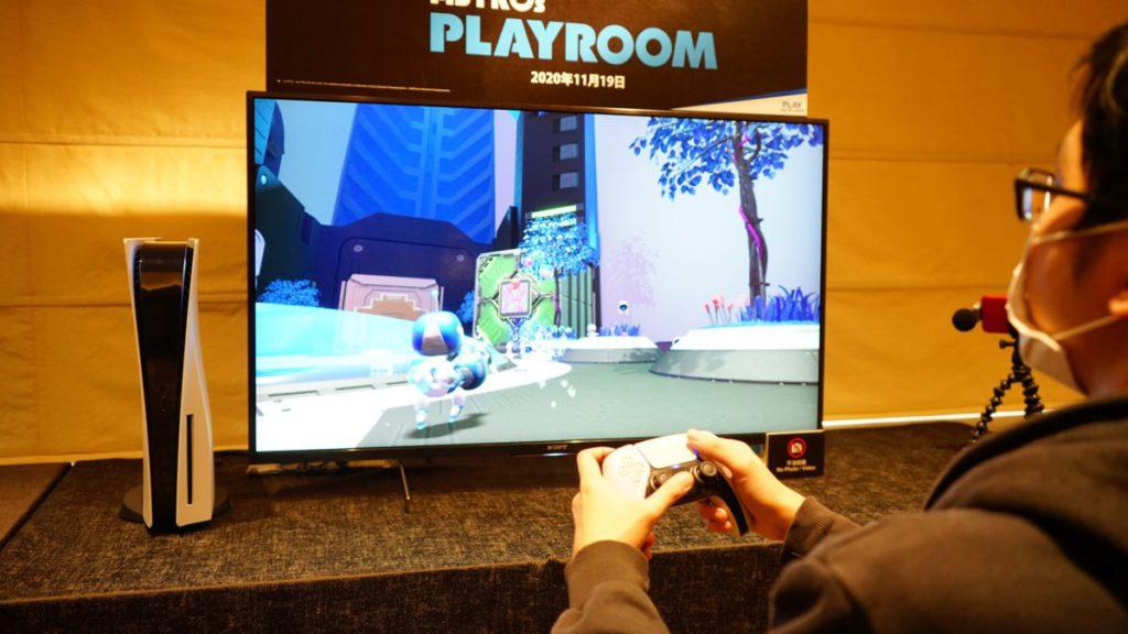 在主地圖中隱藏了一把機關槍及弓箭,主要讓玩家測試  Adaptive triggers  在不同情況下的變化。