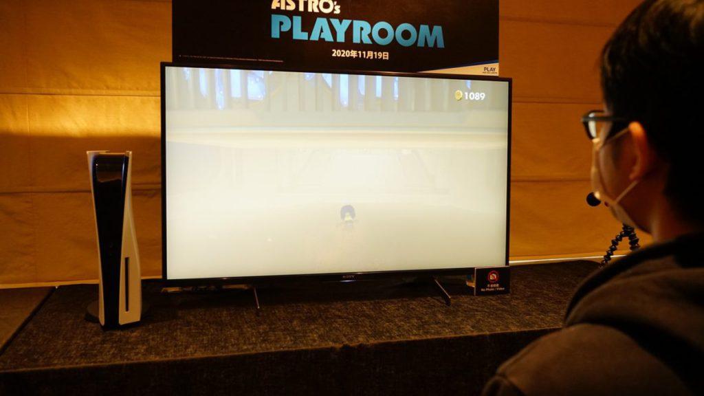 穿過沙塵暴時,DualSense 除了將沙地的觸感帶到玩家手上外,內置喇叭亦播出強烈的風聲。